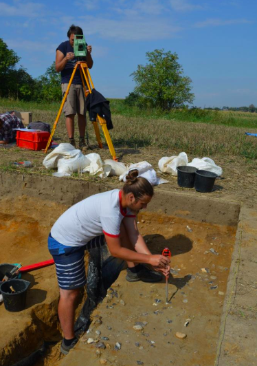 Archaeologists discovered a flintstone workshop of Neanderthals in the southern Poland; it is approx. 60,000 years old - image Zrzut%20ekranu%202019-03-12%20o%2009.32.48 on https://alldesingideas.com