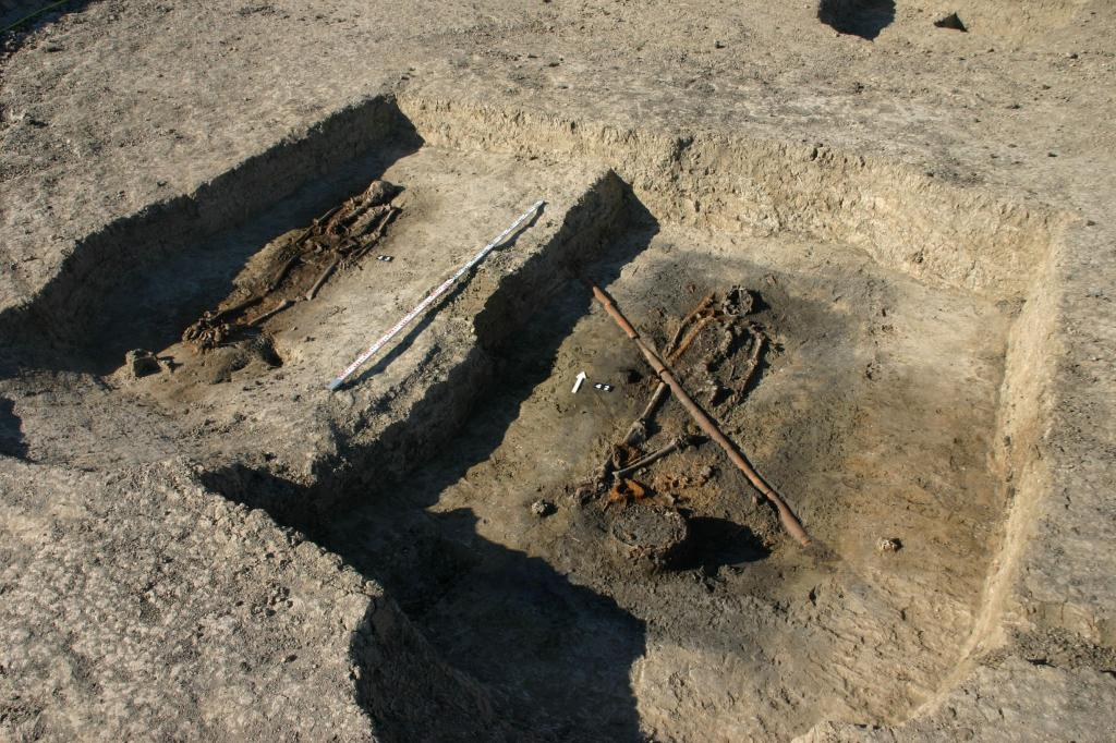 Two warrior graves during archaeological research in Ciepłe. Credit: Z. Ratajczyk