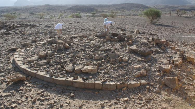 Al-Ayn, surface survey at ancient necropolis of beehive tombs. Photo by Łukasz Rutkowski