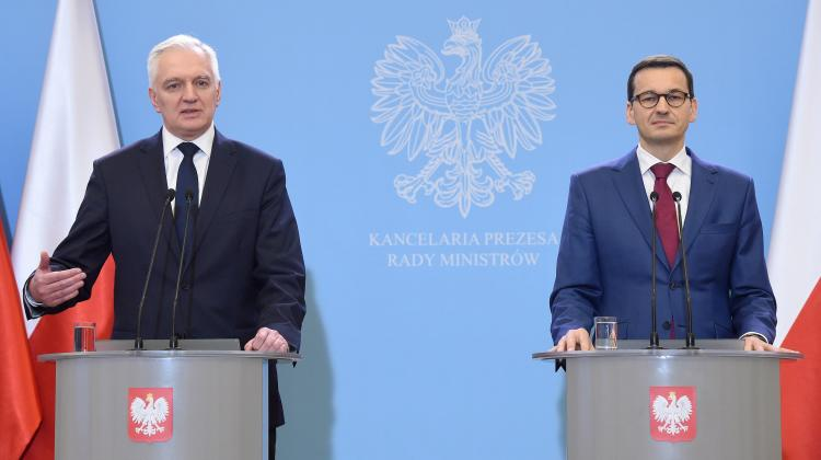 Prime Minister, Minister of Development and Finance Mateusz Morawiecki (R) and Deputy Prime Minister, Minister of Science Jarosław Gowin (L) during a joint press conference at the Chancellery of the Prime Minister in Warsaw. Photo: PAP/Radek Pietruszka 27.12.2017