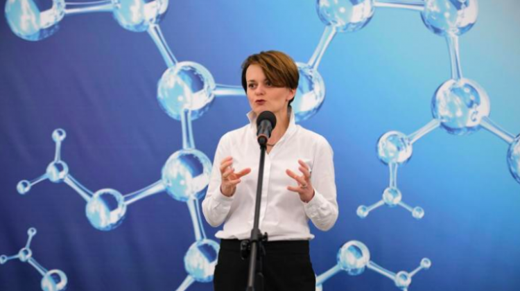 Minister of Entrepreneurship and Technology Jadwiga Emilewicz at the conference on a special loan to the Institute of High Pressure Physics of the Polish Academy of Sciences, Jan. 9 in Warsaw. Funds in the amount of nearly PLN 15 million will be used to buy gallium nitride manufacturer Ammono. Photo: PAP/Jacek Turczyk 10.01.2019