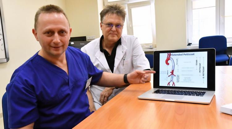 Dr. Arkadiusz Kazimierczak (L) and Prof. Piotr Gutowski (P) during a meeting at the Independent Public Clinical Hospital No. 2 of the Pomeranian Medical University in Szczecin with the team of the Department of Vascular, General Surgery and Angiology, where a new method of treatment of aortic pathology was presented. Photo: PAP/Marcin Bielecki 06.02.2019