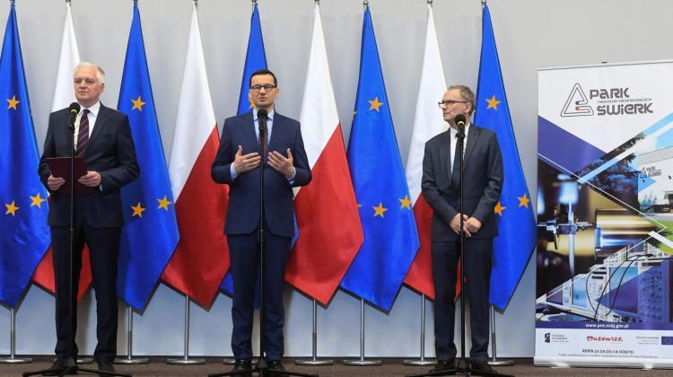 Prime Minister Mateusz Morawiecki (C), Minister of Science and Higher Education Jarosław Gowin (R) and director of the National Centre for Research and Development Krzysztof Kurek (L) during a press conference at the National Centre for Nuclear Research. Photo: PAP/Piotr Nowak 23.04.2019