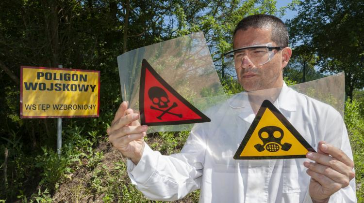 Toxic chemicals stand no chance against a nanoshield created by scientists from IPC PAS. Photo made on site of the Front Modlin company. (Source: IPC PAS, Grzegorz Krzyzewski)