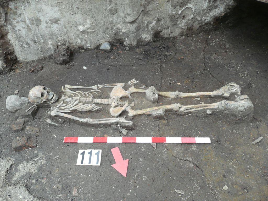One of the victims of the plague was probably buried wrapped only in a shroud. Photo by P. Pawlak